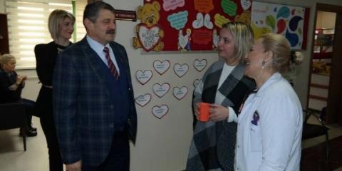 Bartın Belediye Başkanı Cemal Akın, Bartın Özel Amerikan Kültür Koleji Müdürü Turgut Engin ve öğretmenleri ziyaret etti. Akın ziyarette Bartın Belediyesi olarak eğitime her zaman destek olduklarını söyledi.